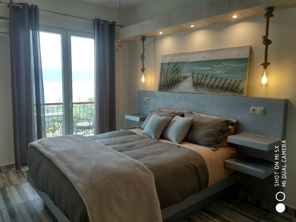 A bed or beds in a room at Waterside Apartments