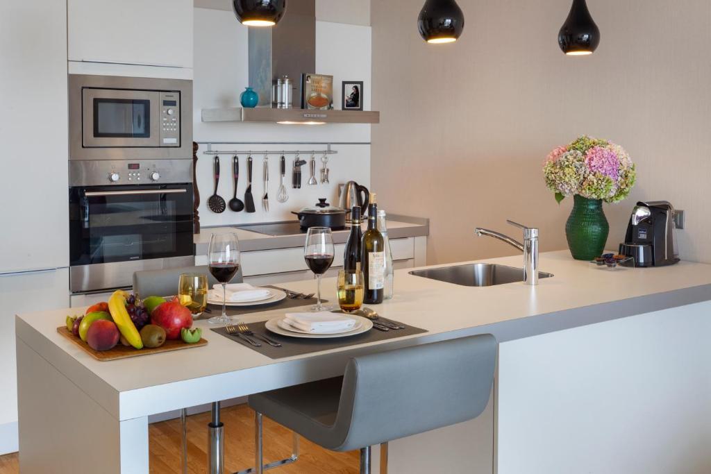 Кухня или мини-кухня в Fraser Place Anthill Istanbul