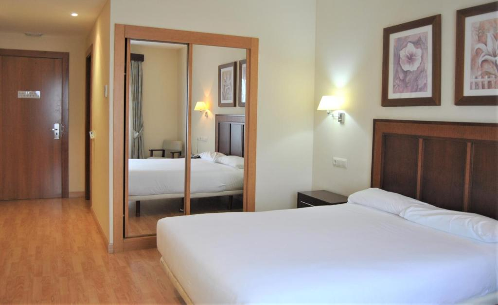A bed or beds in a room at Santiago León