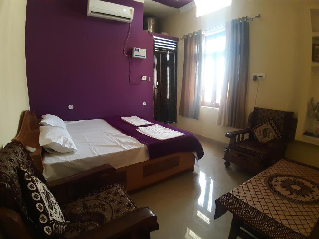 A bed or beds in a room at Shree ram homestay