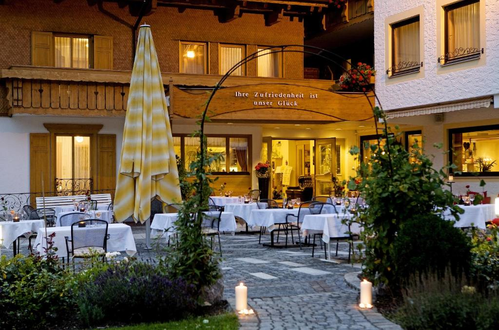 A restaurant or other place to eat at Hotel Alpenrose