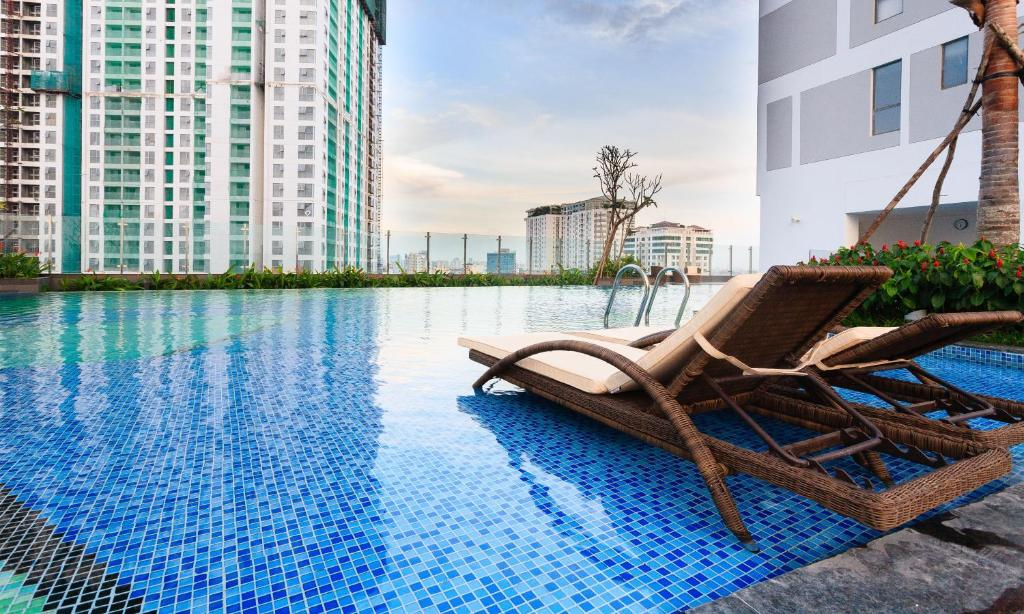 The swimming pool at or close to Rivergate Luxury Apartment-Ben Thanh market