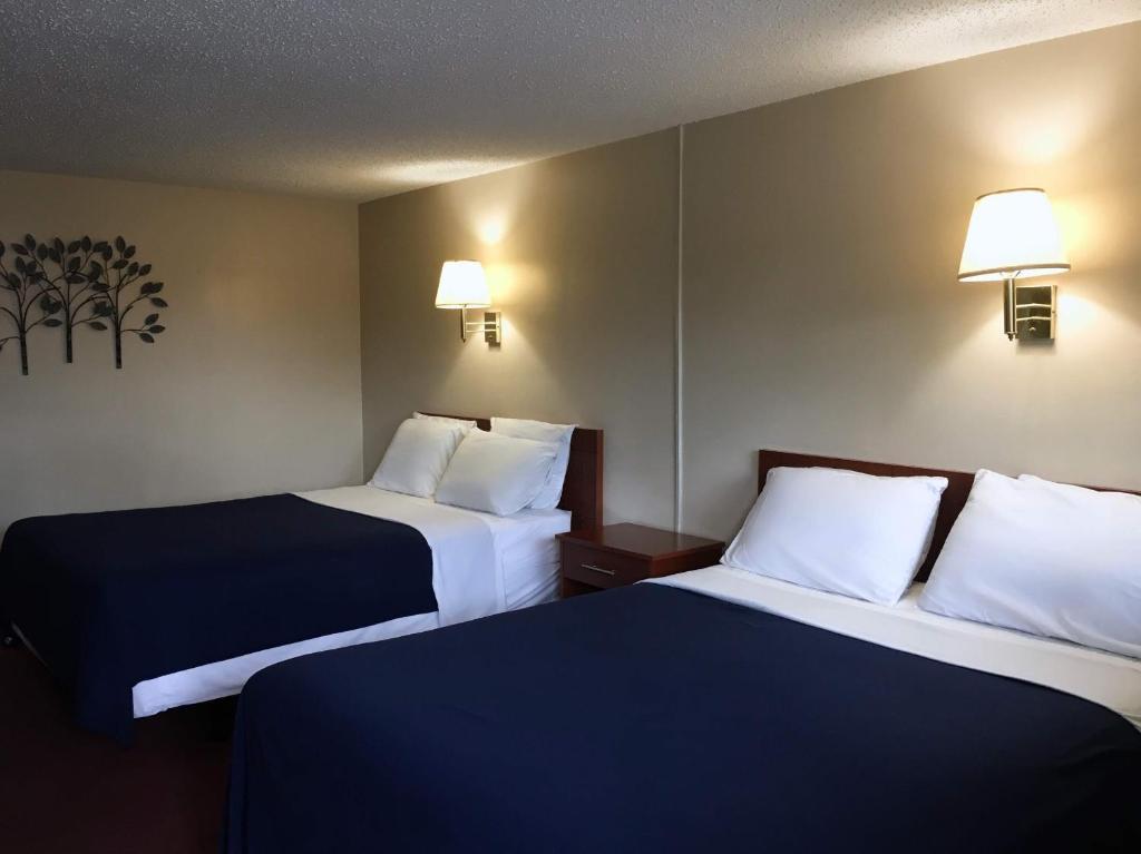 Cama o camas de una habitación en Swiss Cottage Inn