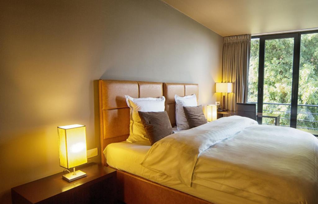 Een bed of bedden in een kamer bij Hotel The Neufchatel
