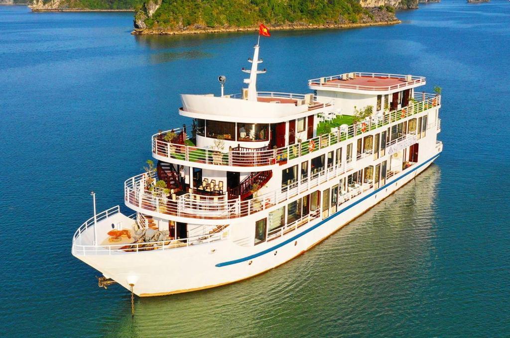 Uma vista aérea de Halong Sapphire Cruise