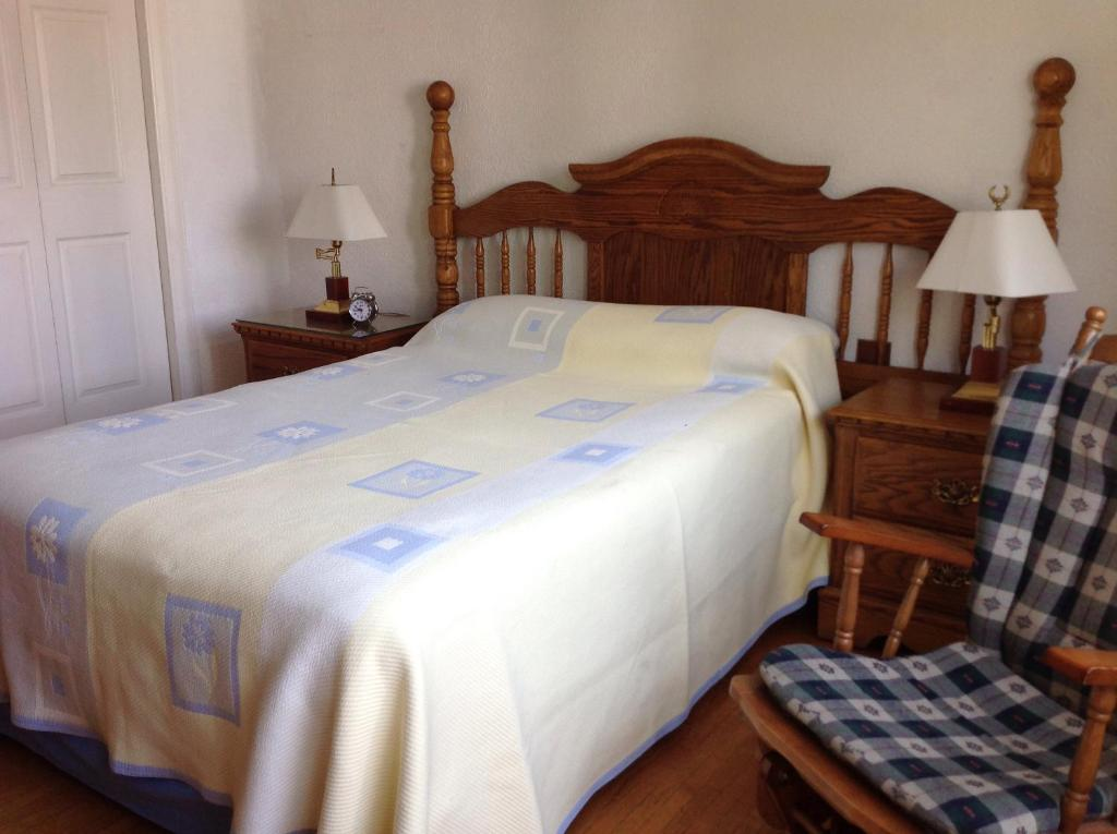 A bed or beds in a room at 1940's Cozy B&B Roma Norte