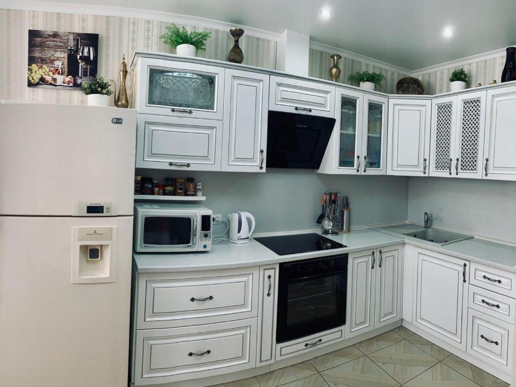 Кухня или мини-кухня в Rooms on Petra Metalnikova 7