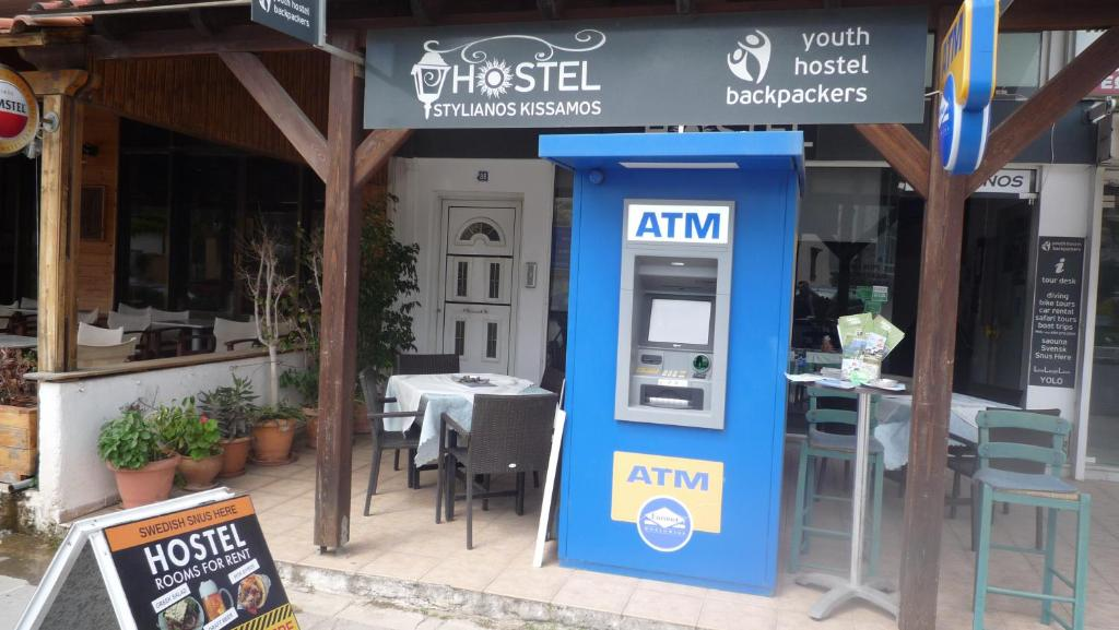 A restaurant or other place to eat at Hostel Stylianos Kissamos