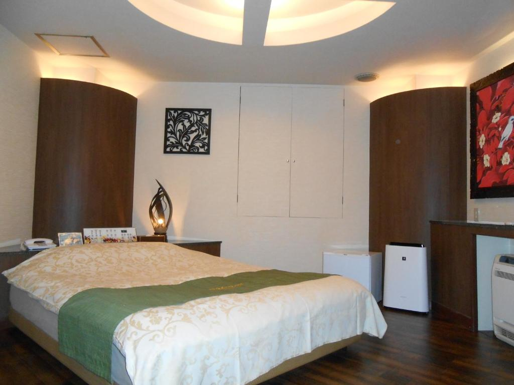 A bed or beds in a room at Hotel Monsoon(Adult Only)