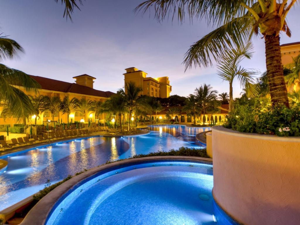 المسبح في Royal Palm Plaza Resort أو بالجوار