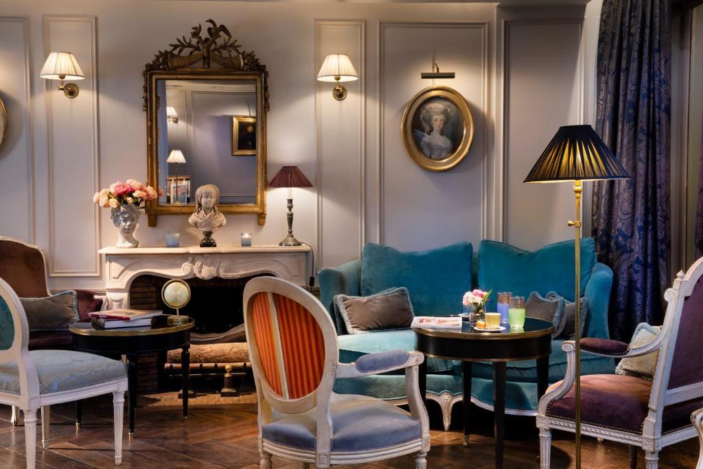 A restaurant or other place to eat at Hôtel De Buci