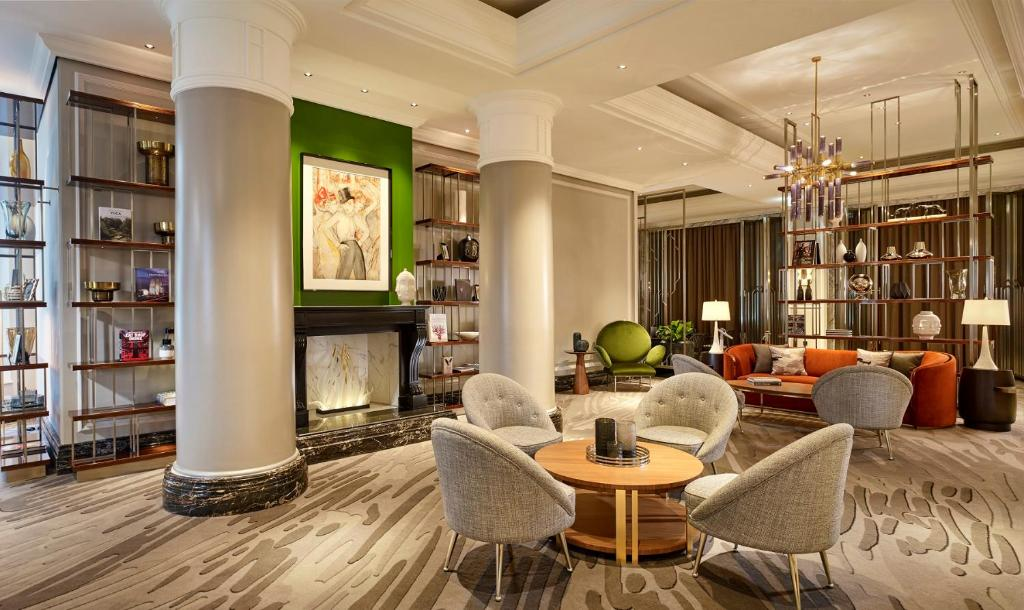 The lounge or bar area at The Ritz-Carlton, Berlin