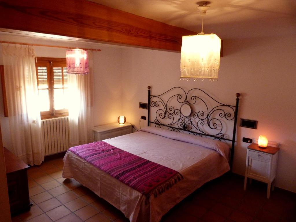 A bed or beds in a room at Las mil y una noches