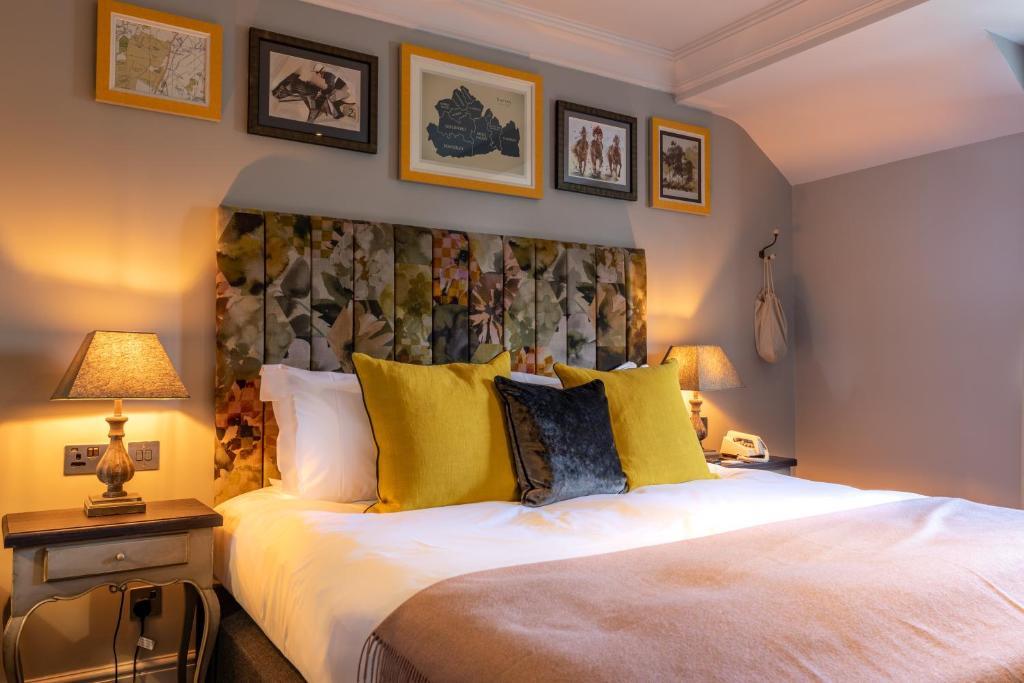 Кровать или кровати в номере The Foley