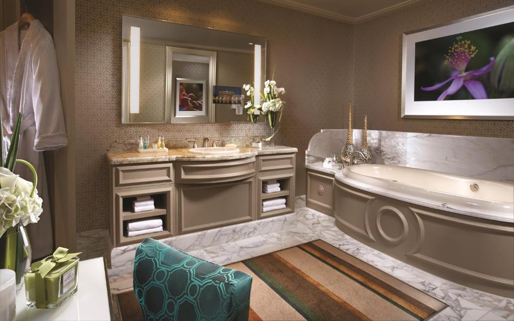 Bellagio 2 Bedroom Lakeview Suite | Bedroom Suites