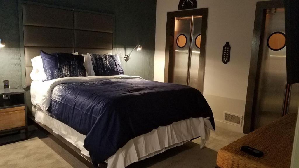 A bed or beds in a room at The 3060 Guest House