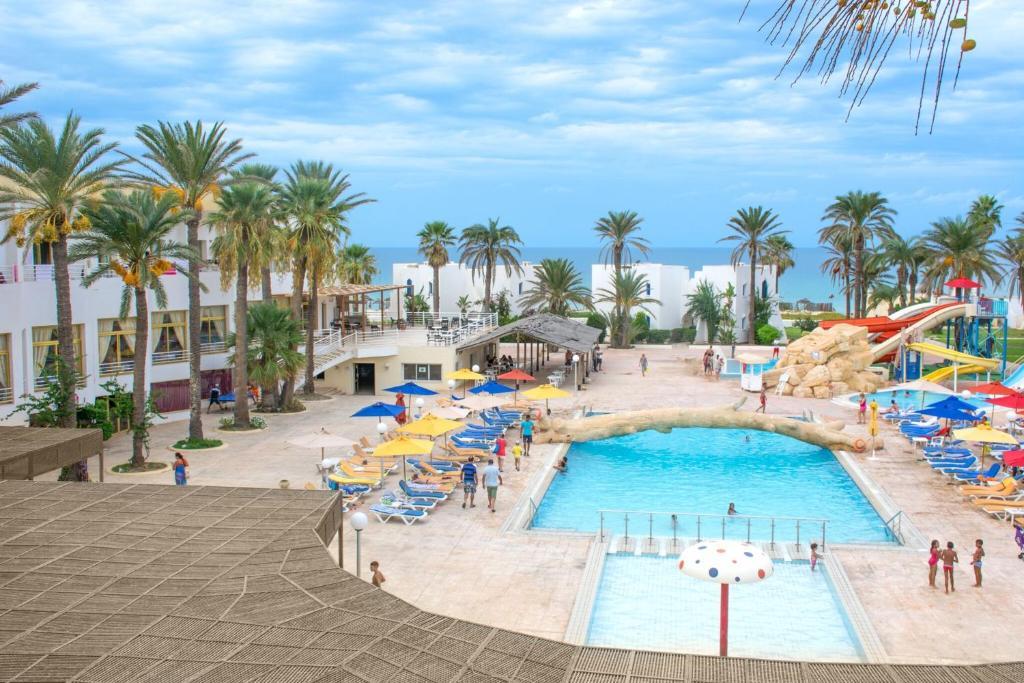Vue sur la piscine de l'établissement Ruspina Hotel and Spa ou sur une piscine à proximité