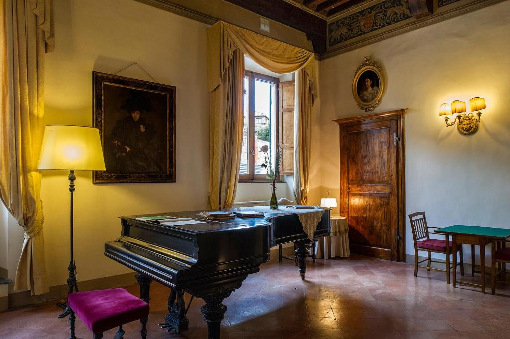 A restaurant or other place to eat at Palazzo Ravizza