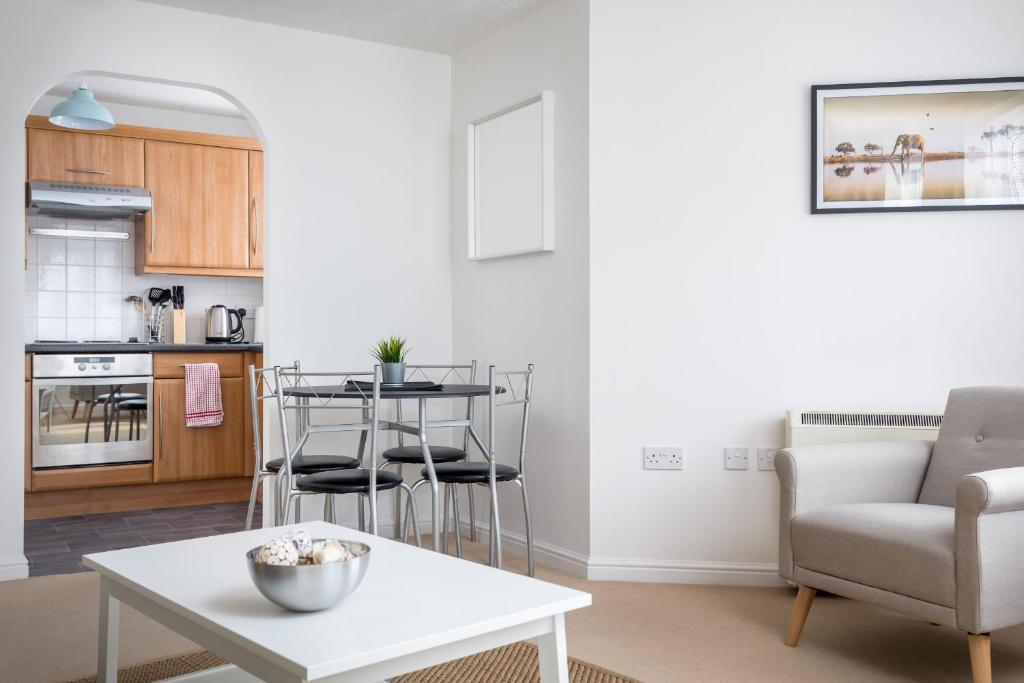 Apartment Lloyd Close Cheltenham Close To Town Centre