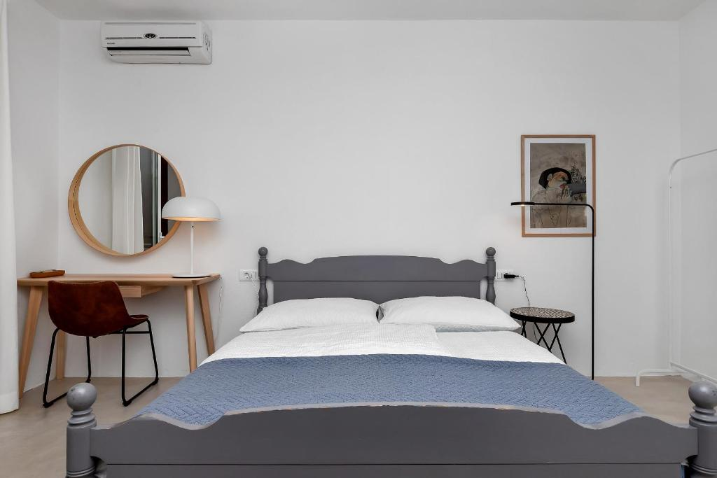 A bed or beds in a room at Apartments & Rooms Rica
