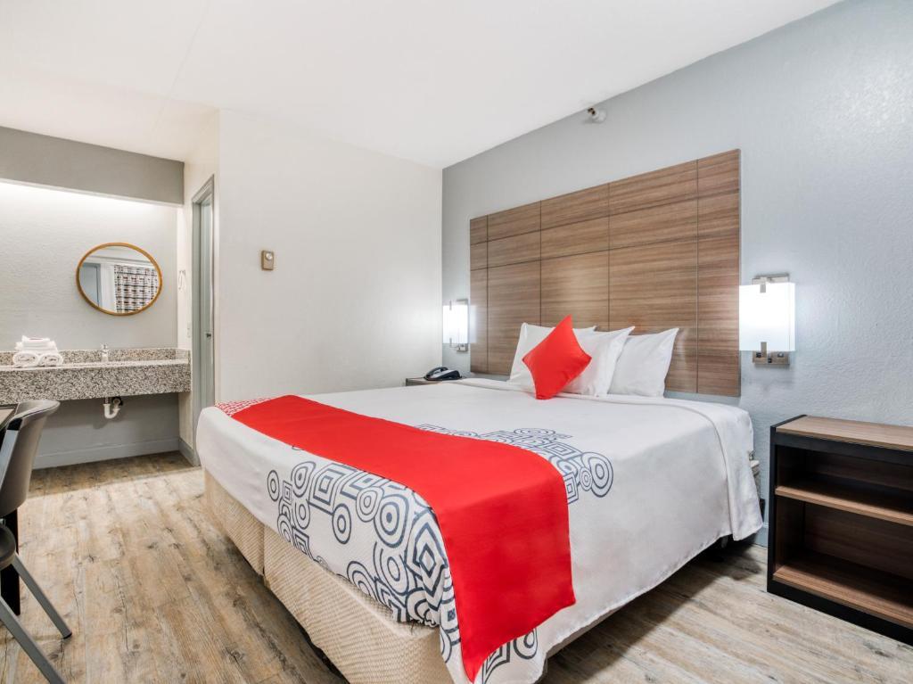 A room at the Dallas Love Field Inn.