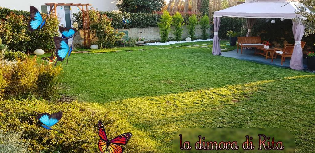 Ein Garten an der Unterkunft La Dimora di Rita