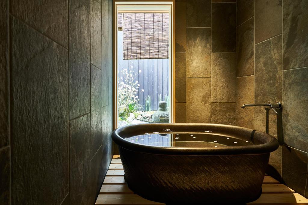 A bathroom at 珠数庵