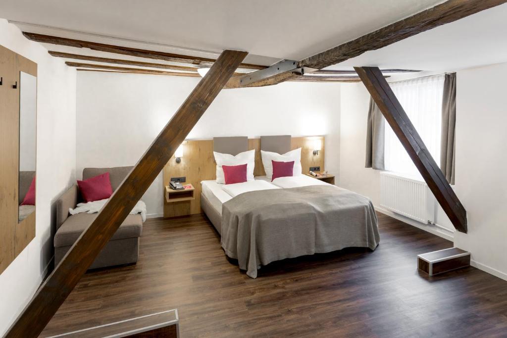 Ein Bett oder Betten in einem Zimmer der Unterkunft Hotel & Restaurant Lamm