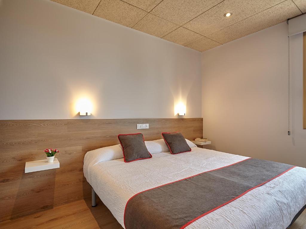 Cama o camas de una habitación en OYO Hostal Nobadis