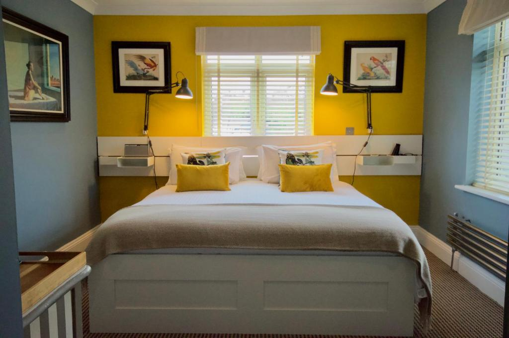 A bed or beds in a room at Rockmount