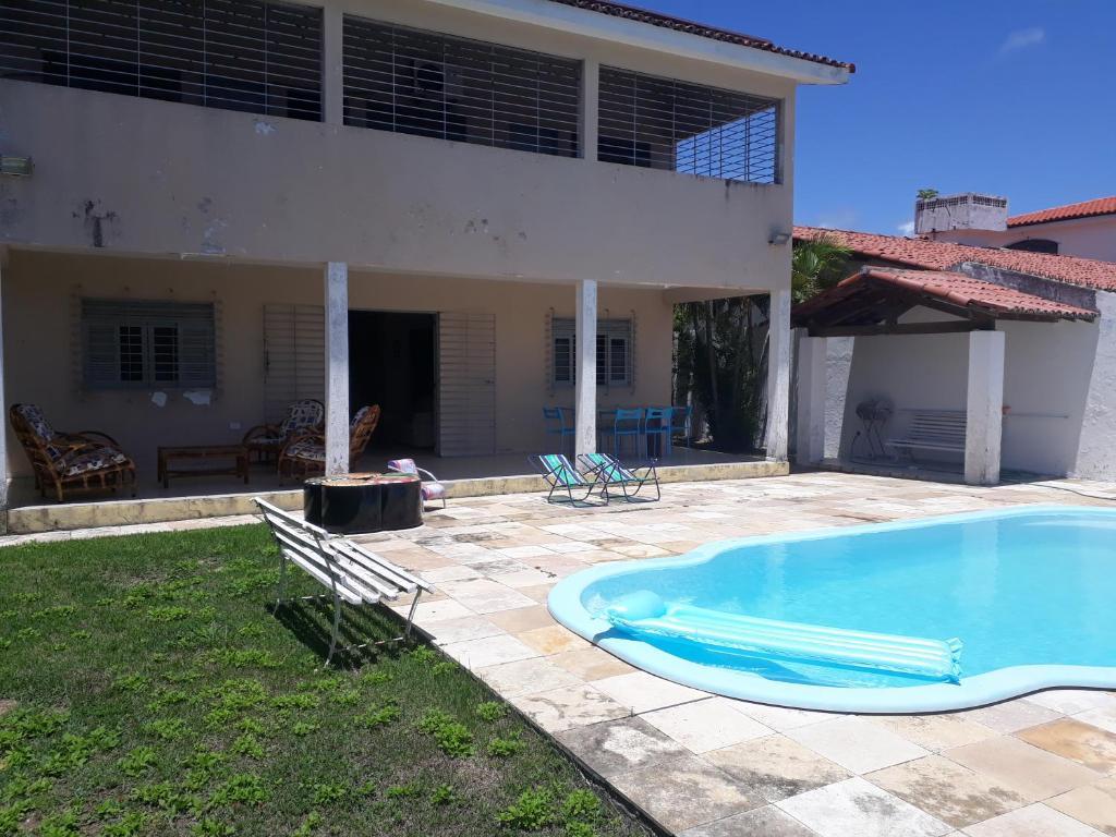 A piscina localizada em Casa com piscina em Itamaracá ou nos arredores