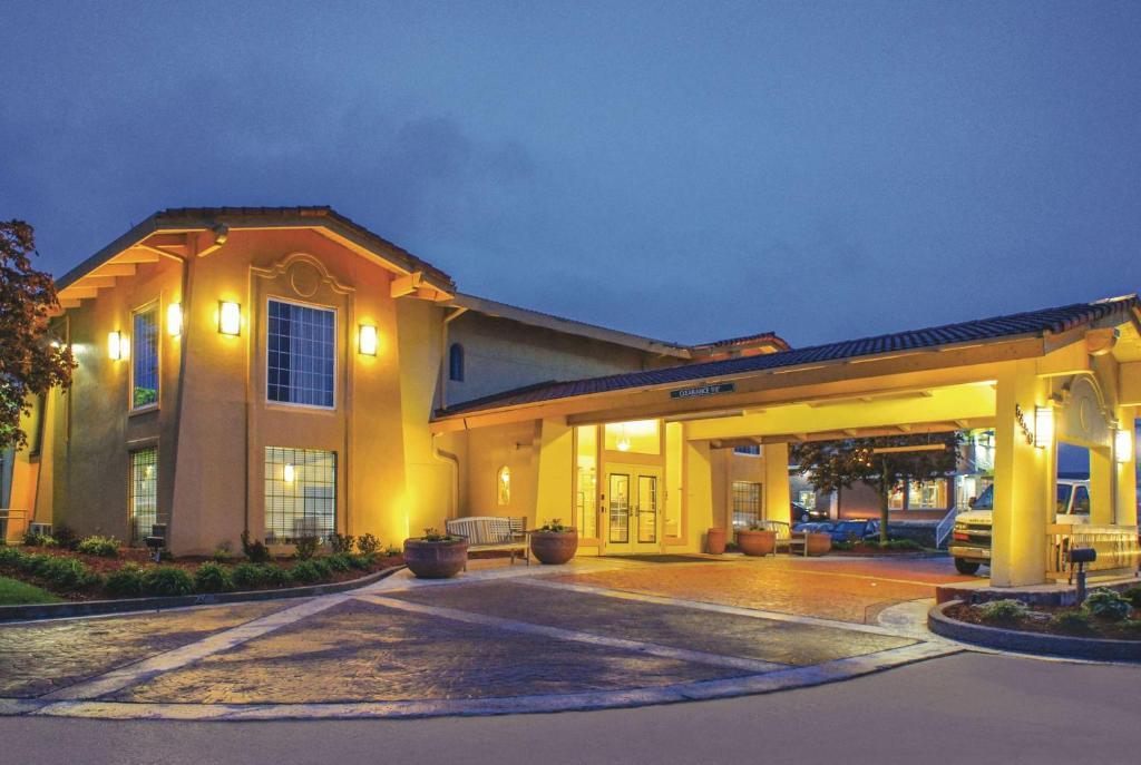 La Quinta Inn by Wyndham Moline Airport.