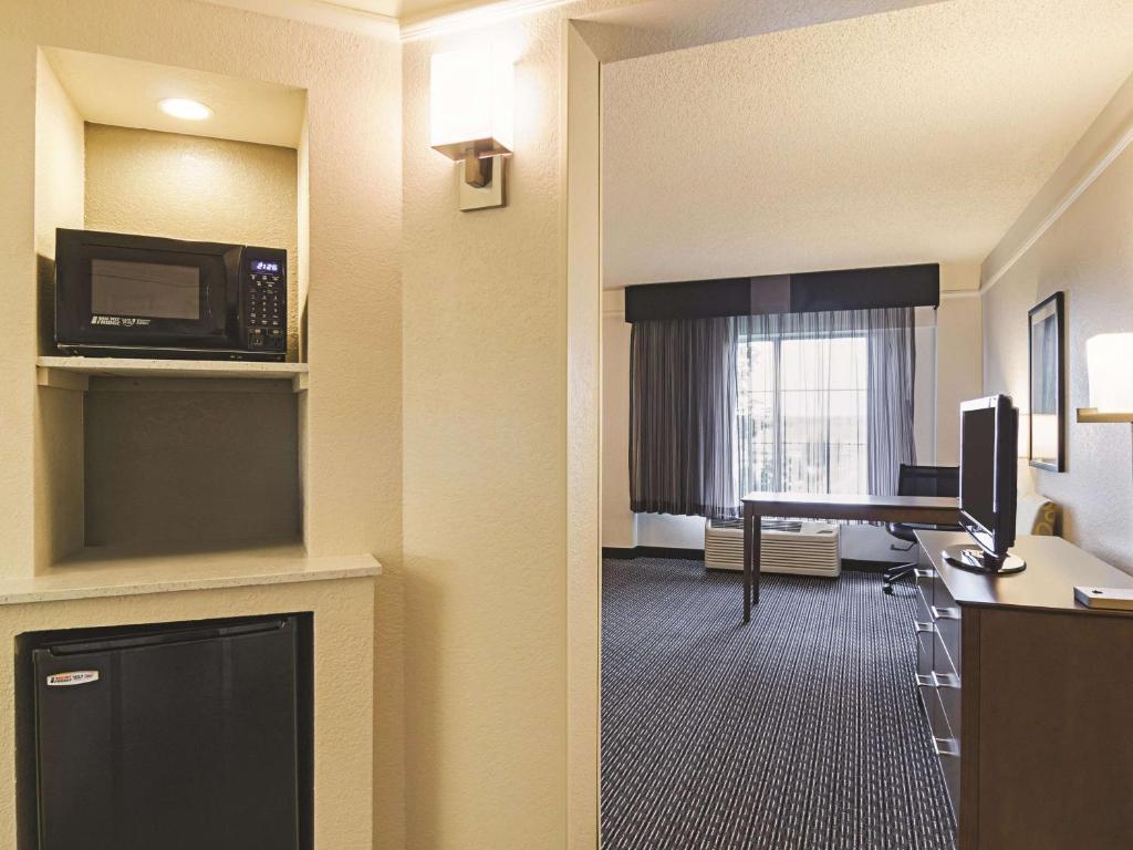 La Quinta Inn & Suites Denver Airport DIA