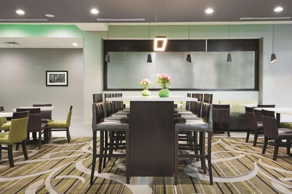 La Quinta Inn & Suites Fort Worth West I-30