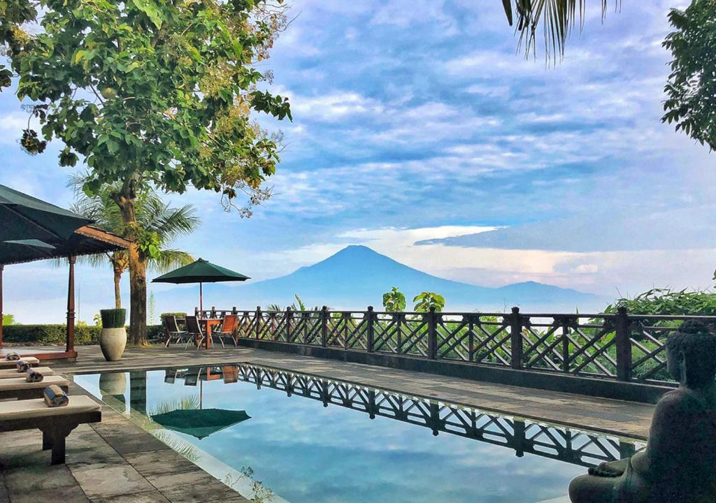 The swimming pool at or close to Villa Borobudur Resort