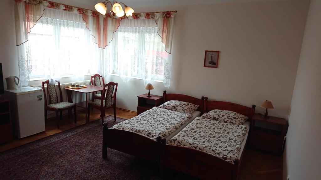Łóżko lub łóżka w pokoju w obiekcie Apartamenty Willa Dafne