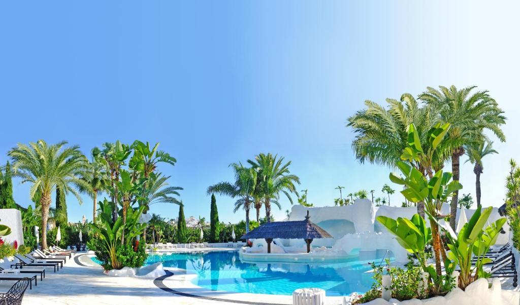 Het zwembad bij of vlak bij Hotel Suites Albayzin Del Mar