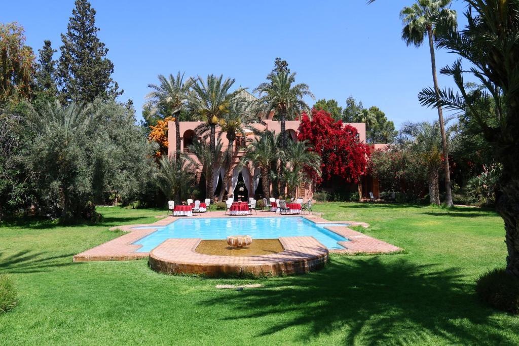 The swimming pool at or close to Dar Ayniwen Garden Hotel & Bird Zoo