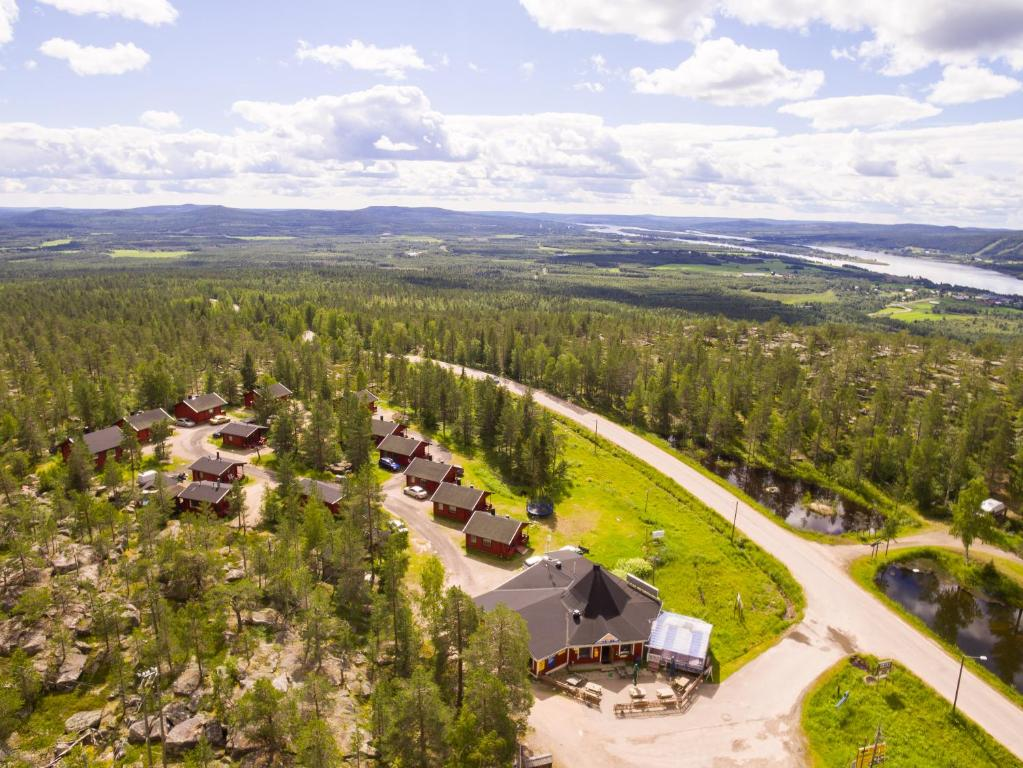 A bird's-eye view of Midnight Sun Cottages Aavasaksa