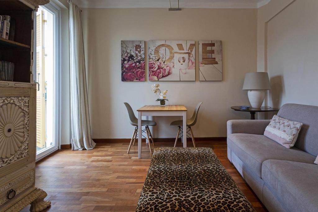 A seating area at Appartamento con Vista in XXV Aprile