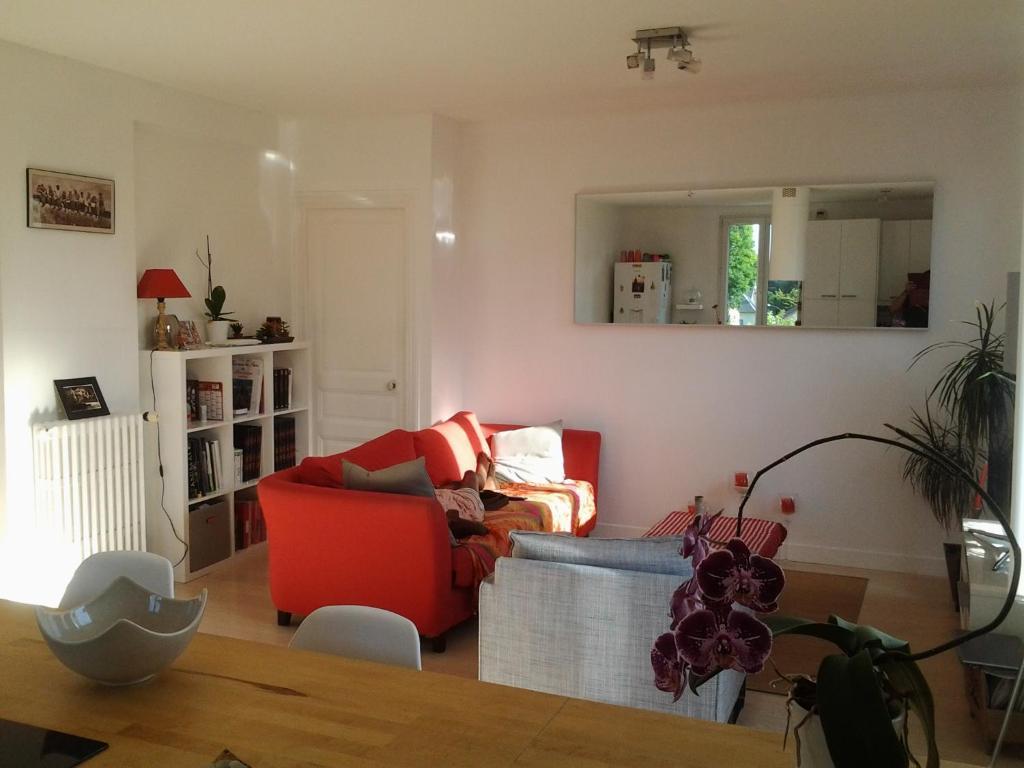 Home St Germain En Laye homestay spacieuse chambre avec salle de, saint-germain-en