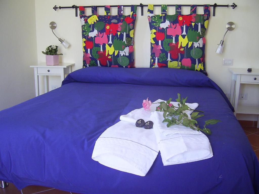 Łóżko lub łóżka w pokoju w obiekcie Casa Falcone B&B