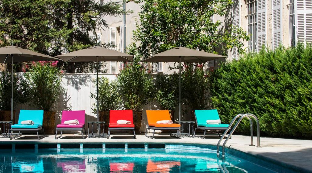 The swimming pool at or near Hôtel & Spa Jules César Arles - MGallery by Sofitel
