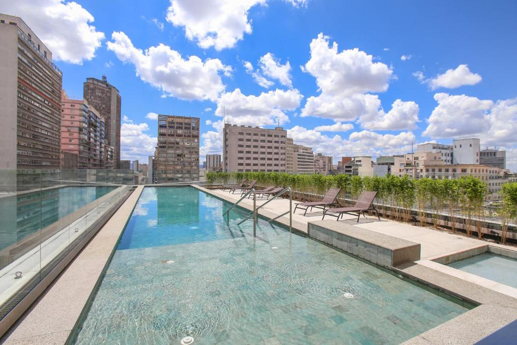 The swimming pool at or close to Uotel Downtown São Luís