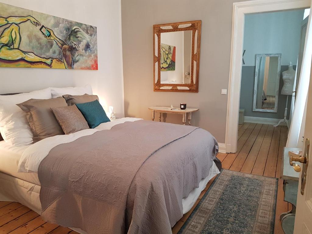 A bed or beds in a room at Sleep Art and Tea