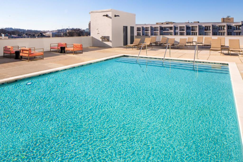 The swimming pool at or close to Hyatt House Nashville at Vanderbilt