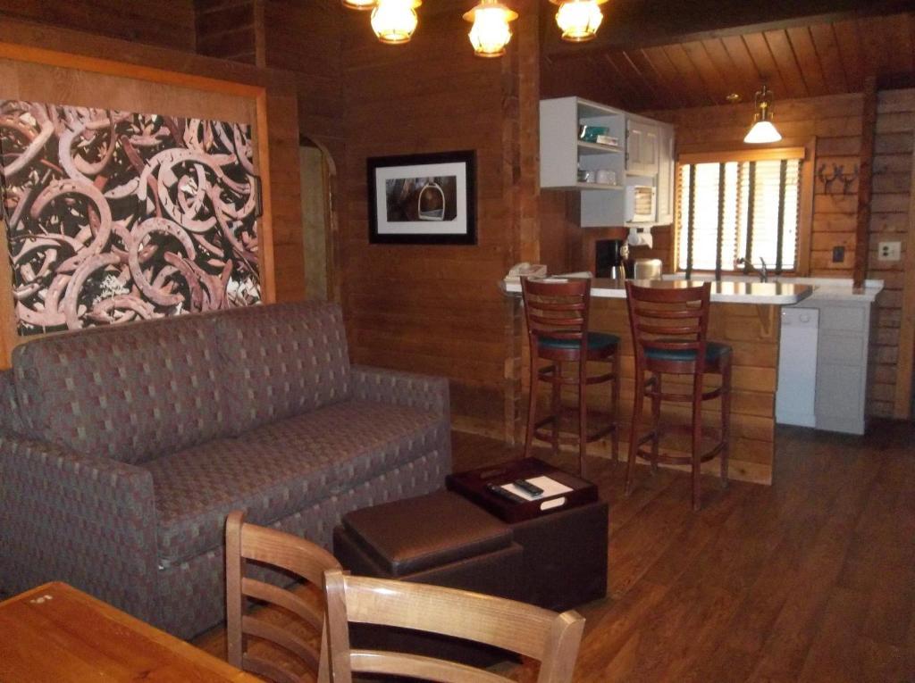Kohl's Ranch Lodge