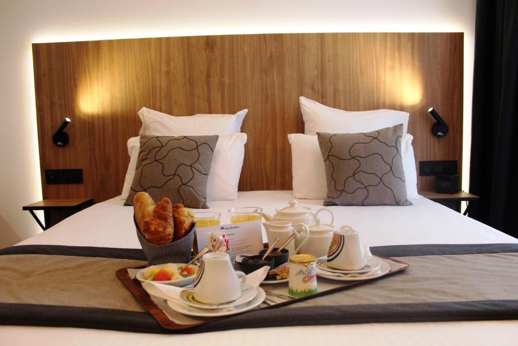 Kama o mga kama sa kuwarto sa Best Western Hotel International