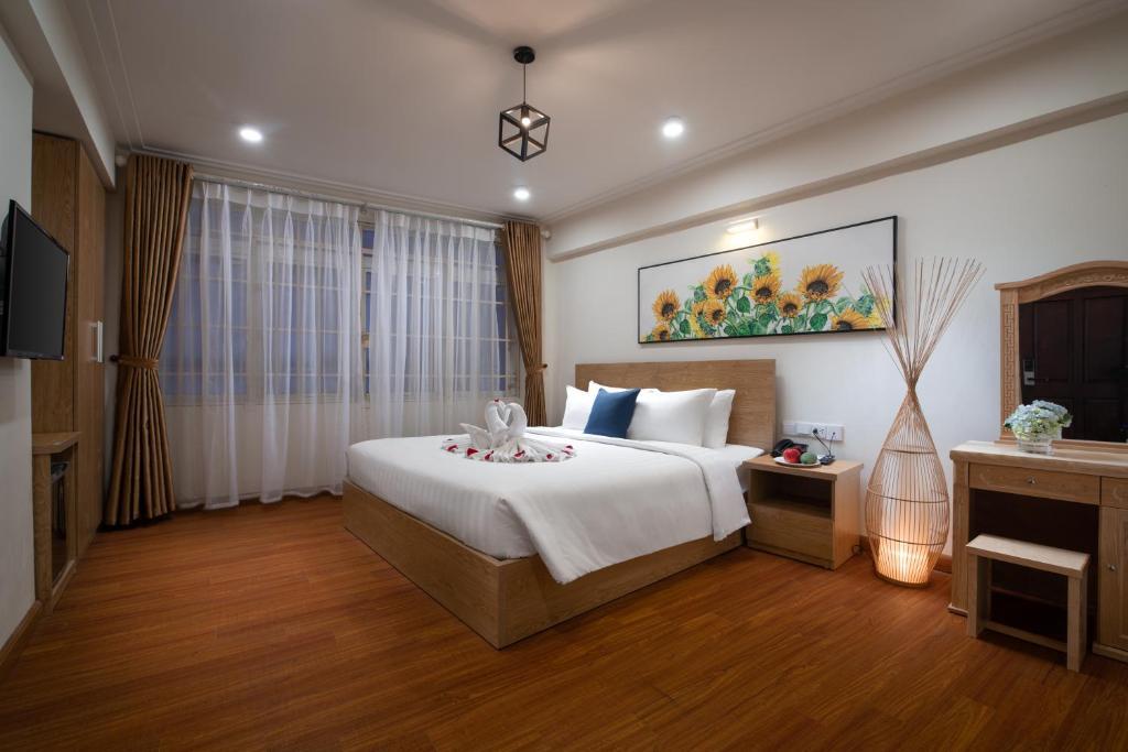 Ein Bett oder Betten in einem Zimmer der Unterkunft Hanoi Malo Boutique Hotel