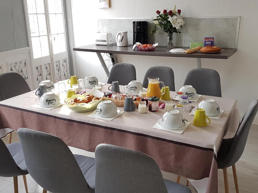 Restaurant ou autre lieu de restauration dans l'établissement Gîtes Le Clos Du Val Marin
